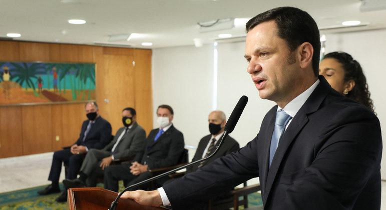 Ida de ministro à CPI da covid é troco por ameaça a governadores