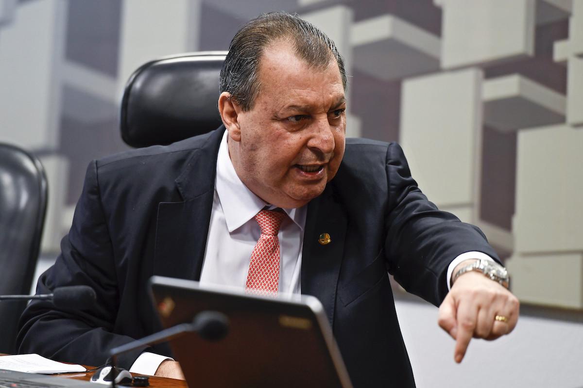Ainda não é hora de falar em impeachment de Bolsonaro, afirma Aziz
