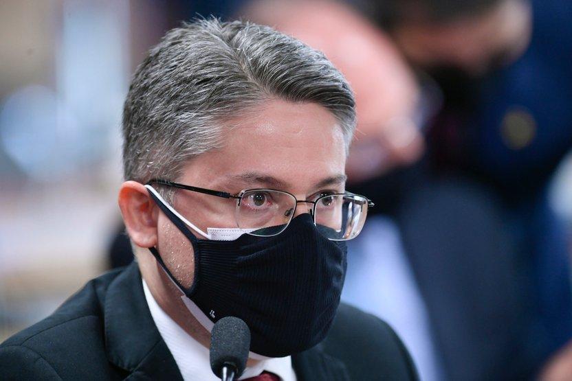 Partido perde senador por recuo do 'orçamento secreto' de Bolsonaro