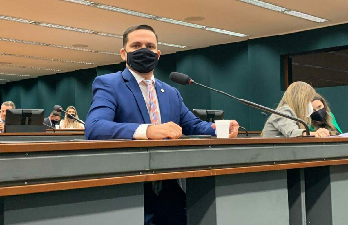 Capitão Alberto Neto sugere mutirão no INSS para agilizar seguro-defeso