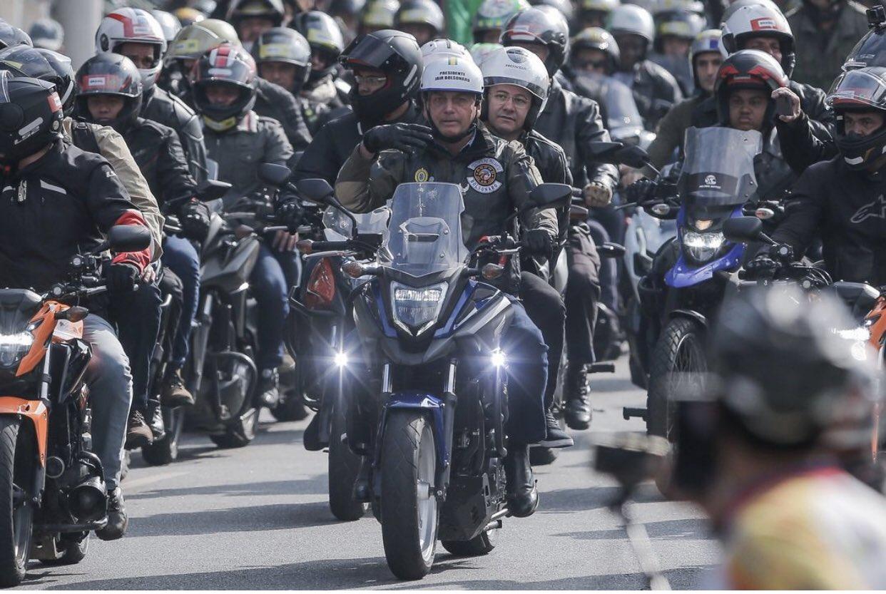 Para seguidores, Bolsonaro faz discurso 'mais do mesmo' após passear