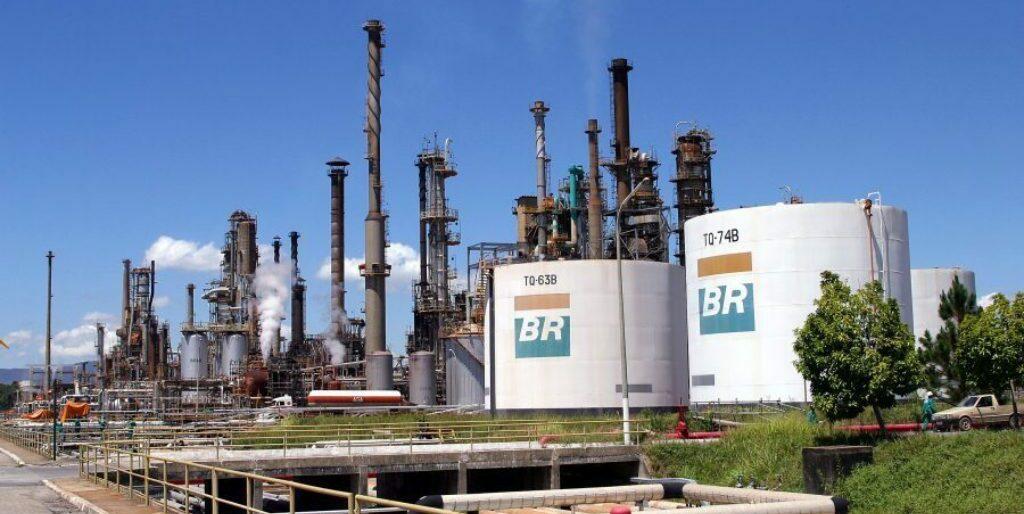 Petrobrás reduz preço da gasolina em 2,3%, o segundo desde abril