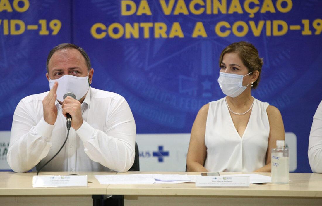 Manaus homenageia time de Pazuello seis meses após tragédia do oxigênio