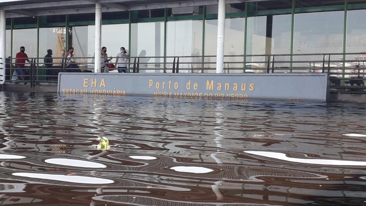 Depois de bater o recorde de 2012, rio Negro está 'parado' há seis dias
