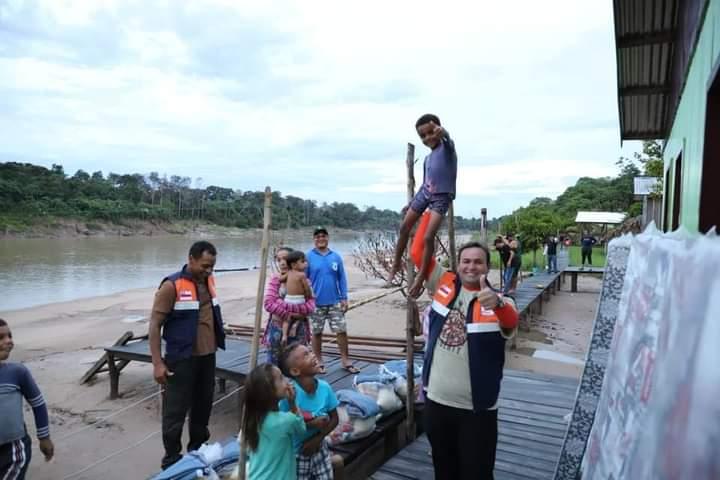 Em Eirunepé, prefeitura ajuda ribeirinhos atingidos pela cheia do Tarauacá