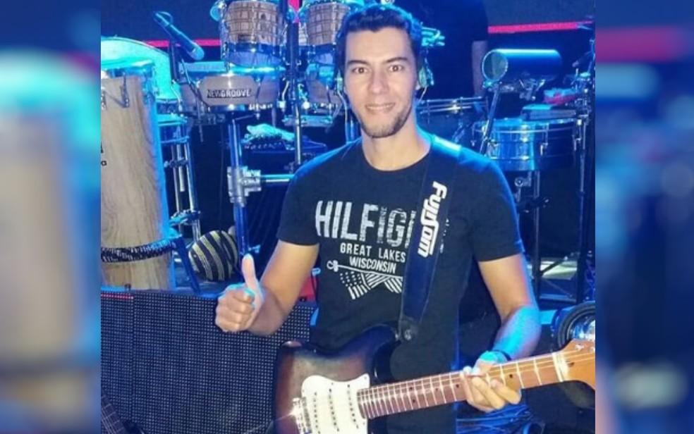 Polícia busca cantor que fez dupla com Cristiano Araújo