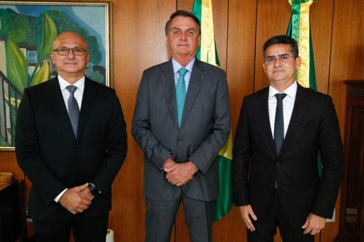 Prefeito de Manaus diz que obteve ajuda federal a efeitos da covid e cheia