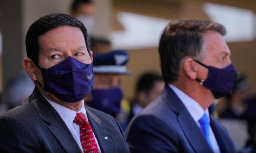 'Sem comentário', diz Mourão sobre ter de ser aturado por Bolsonaro