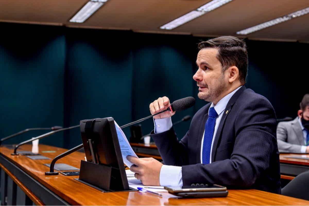 Aprovado em comissão projeto de deputado que fixa prazo ao PPB da ZFM