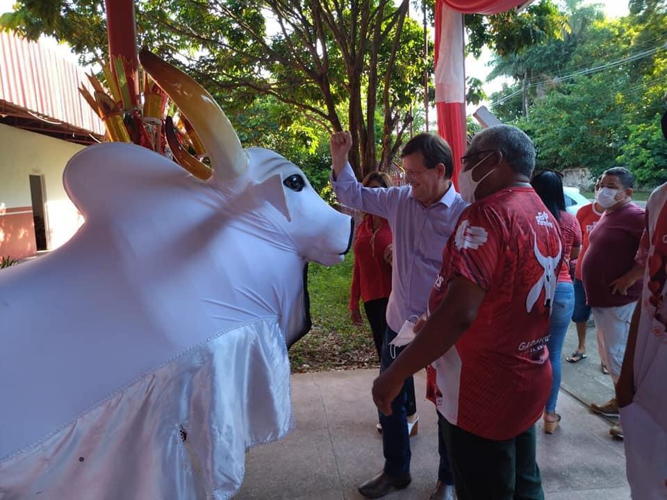 José Ricardo tem rara recepção do boi Garantido em Parintins
