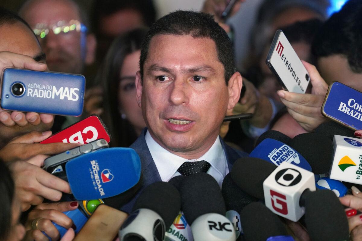 """""""A montanha pariu um rato"""", diz Ramos sobre trapalhada de ontem de Bolsonaro"""
