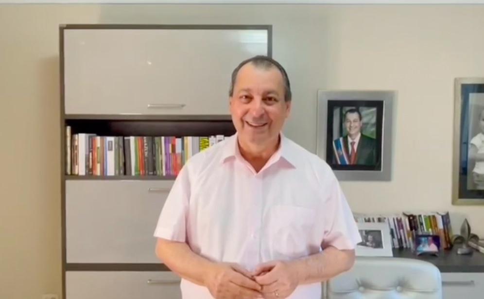 Aziz reage a novo ataque de Bolsonaro: 'A onça vai pegar o macaco guariba'