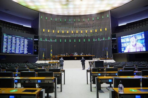 Câmara derruba portaria do governo de teto para recurso contra covid