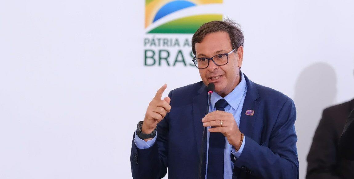 Ministro nega queimada e indaga venda do aeroporto de Manaus à França