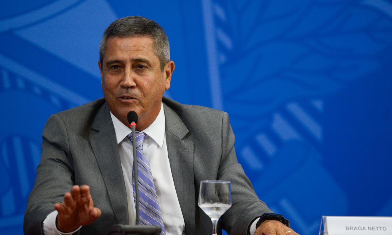 Braga Netto nega ameaça ao Congresso sobre voto impresso auditável
