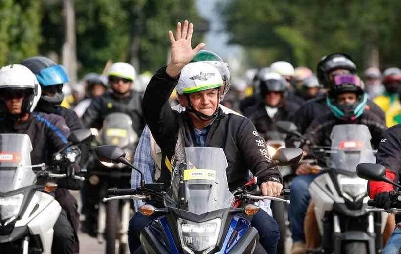 Bolsonaro tenta segurar 'centrão' com espaço no ministério
