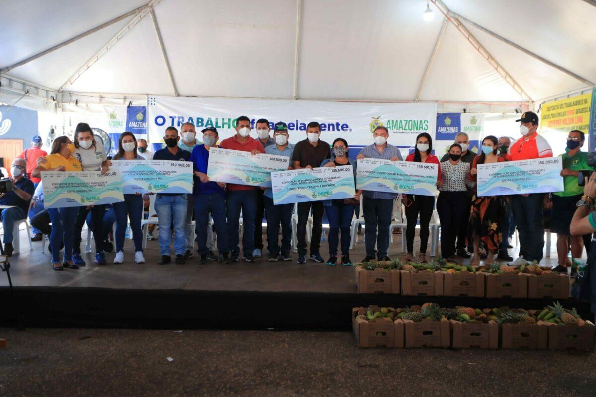Wilson Lima entrega mais de R$ 1 milhão para setor primário de Manacapuru