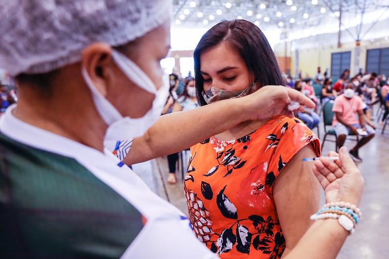 No ritmo do país, AM vacina de covid menos de 15% em seis meses