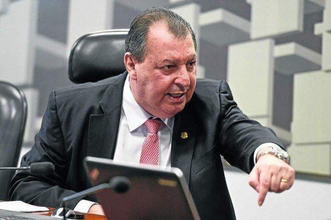 Aziz diz que Bolsonaro acobertou corrupção com  vacinas