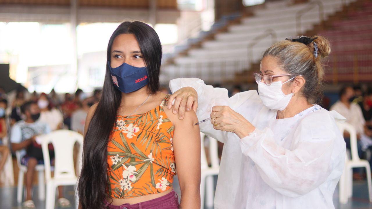 Vacinação em Manaus prossegue com público a partir dos 18 anos