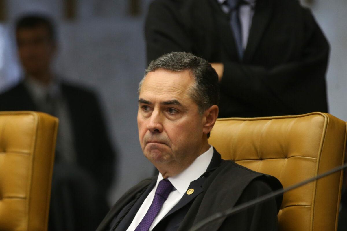 'A falta de compostura nos diminui', diz Barroso de Bolsonaro