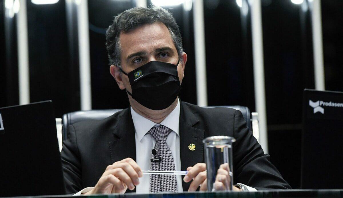Pacheco devolve a Bolsonaro MP contrária à censura nas redes sociais