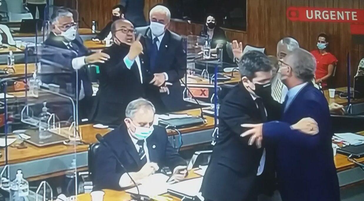 Relator da CPI e senador bolsonarista quase 'se pegam na porrada'