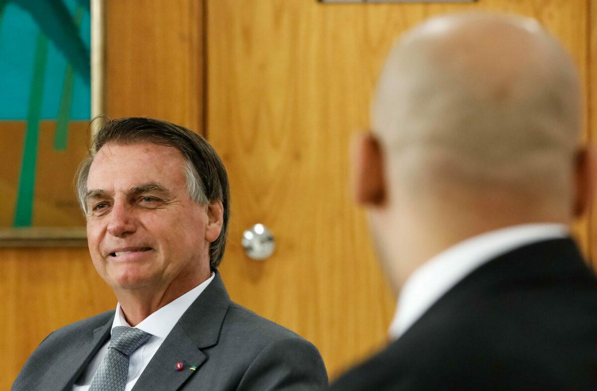 PF ganha do STF mais prazo para investigar interferência de Bolsonaro