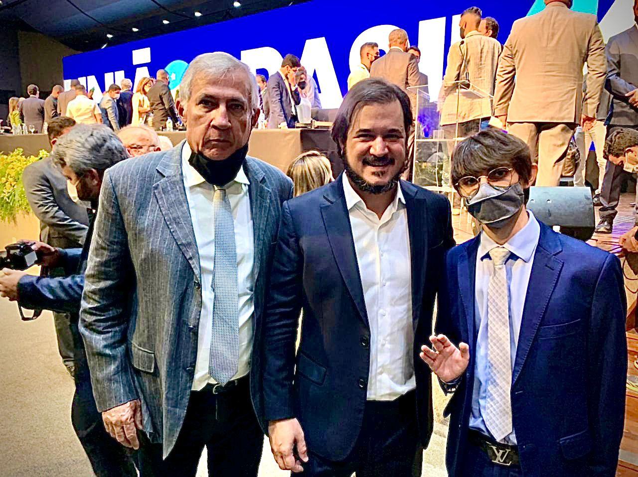 Aprovada fusão DEM-PSL e Amazonino Mendes é candidato ao governo