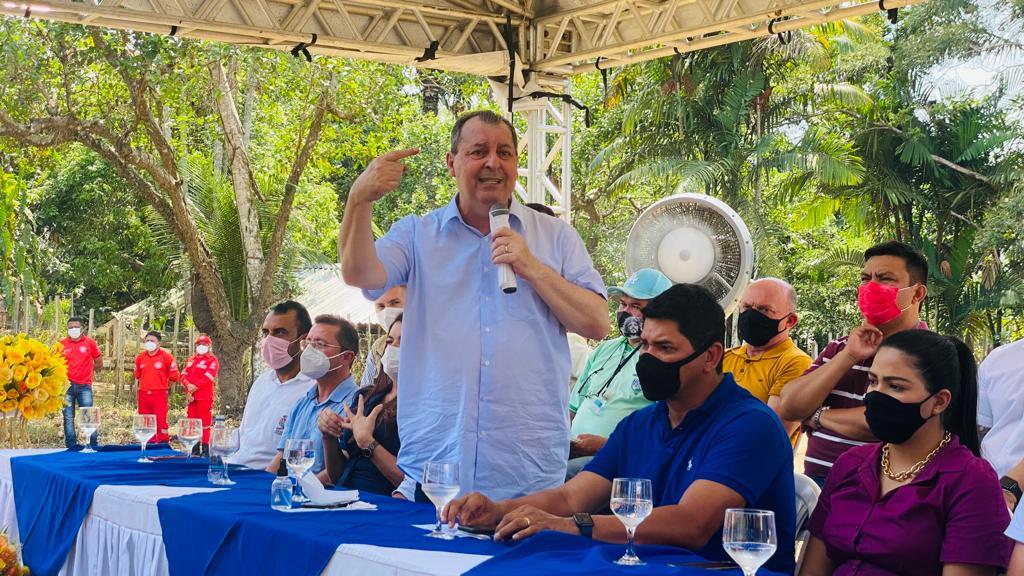 'Quem fofoca não tem tempo de trabalhar', Aziz cutuca Bolsonaro