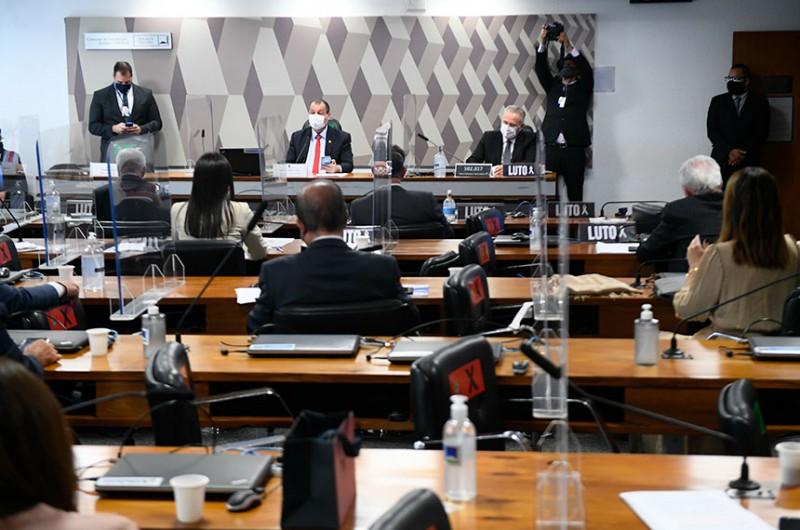 CPI ouve comitê do governo que confirma ineficácia do 'kit covid'