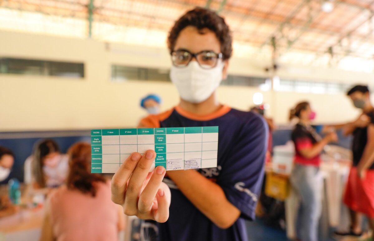 Mais de 12 mil adolescentes imunizados com segunda dose neste sábado